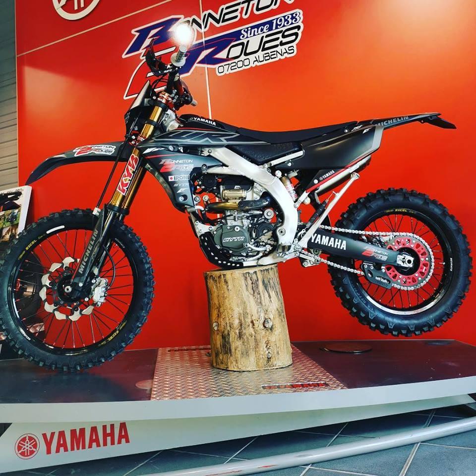 kit déco et housse de selle yamaha 250 wrf b2r finition mat 2019 gris